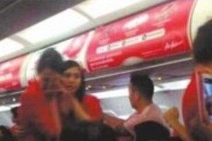 中国人客、機内でCAにお湯ぶちまけ大ヒンシュク マナー悪すぎ、国営英字紙も「野蛮人」と非難