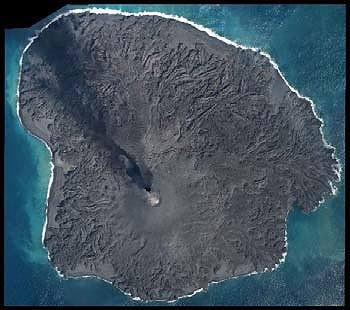 3月1日に撮影された西之島(国土地理院提供)