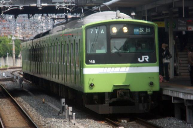 宴会のシーズンは線路に転落する事故が増える(写真はJR西日本の201系)