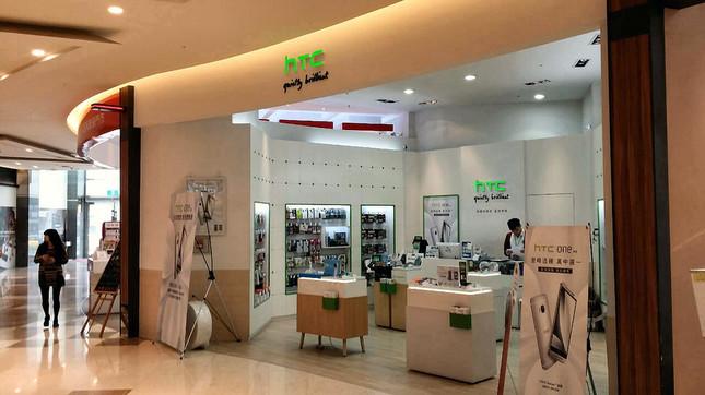 台湾・新竹のショッピングモール内にあるHTC専門店