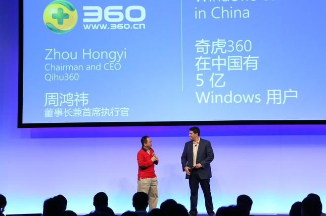 中国の技術者向け会議に出席したMSのマイヤーソン上級副社長(右)