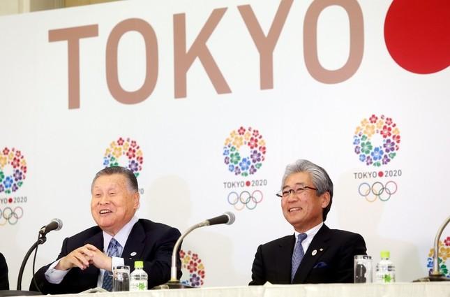 東京五輪・パラリンピック組織委員会の森喜朗会長(左)と日本オリンピック委員会・竹田恆和会長