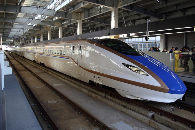 北陸新幹線は東京-富山間を最短2時間8分で結んでいる