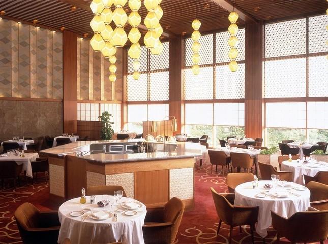 美しいデザインで知られるホテル内のレストラン「オーキッドルーム」