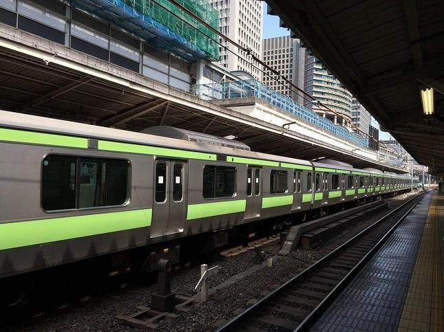 東京駅に停車したままの山手線