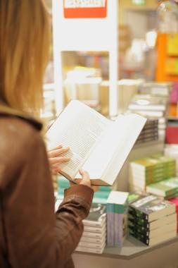 「書店ガールを書店員がみる」(画像はイメージ)