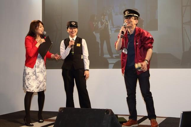 鉄道コーナーでは阪急電鉄社員が制服姿で軽妙なトークを展開