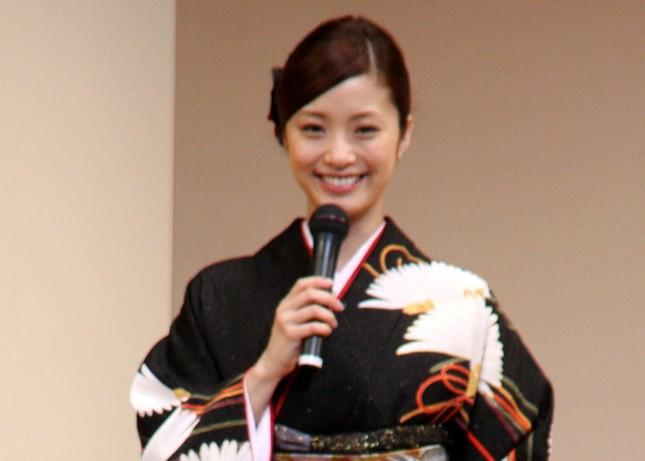 上戸さんは妊娠を発表したばかり(11年2月撮影)