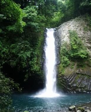 上重アナが滝行に挑戦(画像はイメージ)