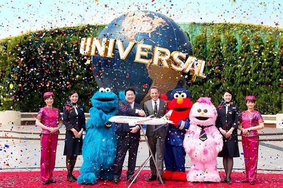 USJでJALとのパートナーシップ契約調印式典が行われた 画像提供:ユニバーサル・スタジオ・ジャパン TM / (c) Sesame
