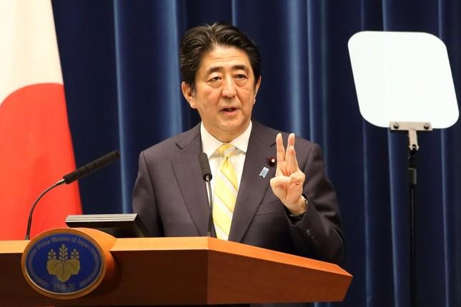 安保関連法案の閣議決定を受けて会見する安倍晋三首相