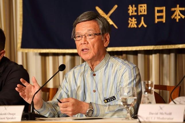日本外国特派員協会で会見する沖縄県の翁長雄志知事