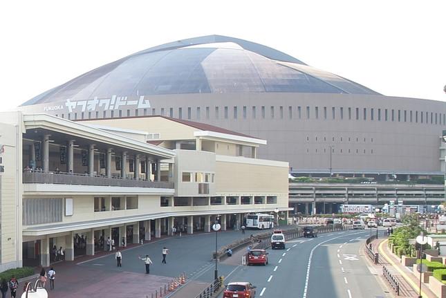 開票イベントは6月6日にヤフオクドーム(福岡市中央区)で行われる。写真手前左がHKT48劇場