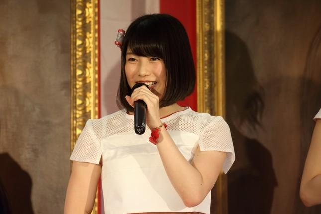 次期「総監督」の横山由依さんは「目指すところは高く、5位で」。