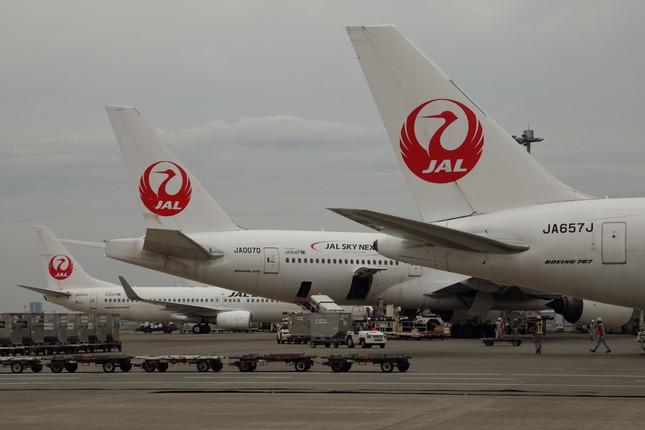 松井玲奈さんと松村香織さんは羽田空港からJALで福岡に向かった