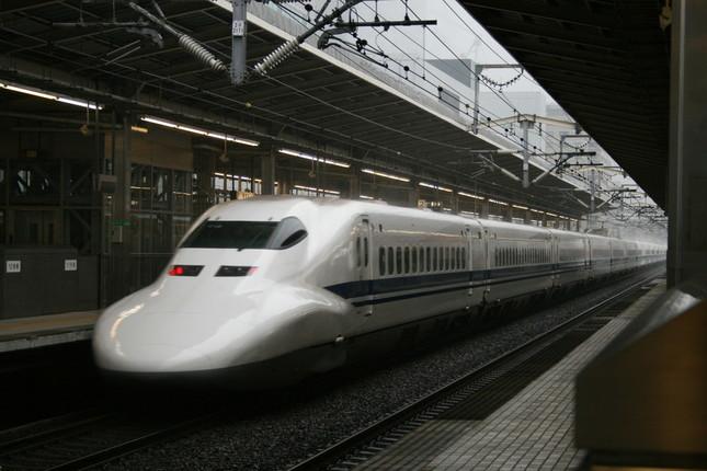 新幹線の車内を撮影したツイートが議論を呼んでいる(写真はイメージ)