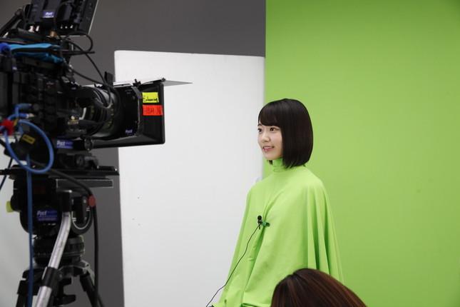 CMは緑色の服を着て撮影した(c)AKS