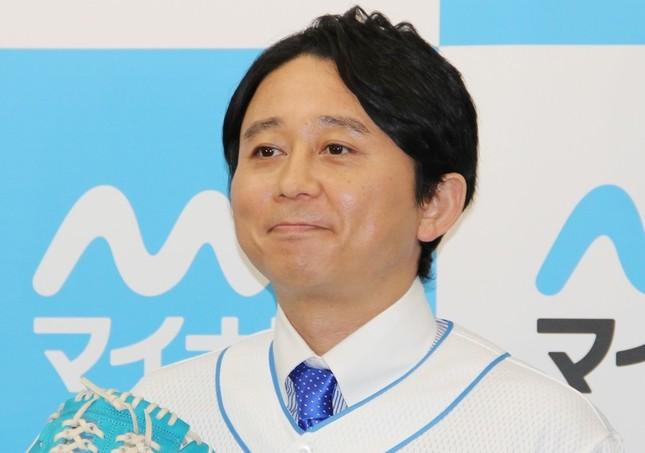 misonoさんについて「こうやって『引退詐欺』みたいなことされると、無性に腹が立つよね」とラジオで語った有吉さん(15年2月撮影)