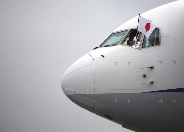 天皇皇后両陛下のパラオご訪問では全日空(ANA)のボーイング767-300ER型機が使用された(写真:ロイター/アフロ)