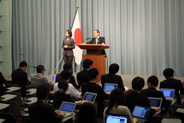 問題の質問は菅官房長官の定例会見で出た(2015年5月撮影)