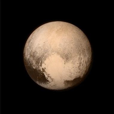 最接近直前に探査機が撮影した冥王星(C)NASA/APL/SwRI