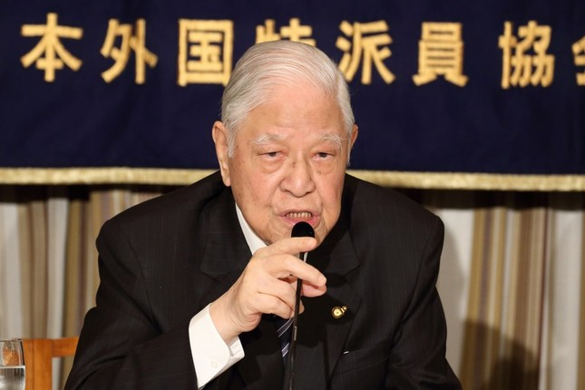日本外国特派員協会で会見する台湾の李登輝・元総統