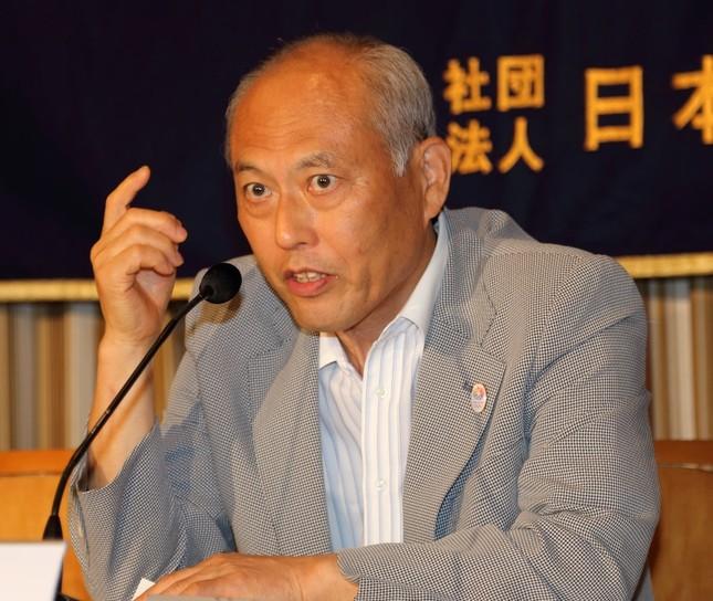 舛添氏らが下村氏に辞任を要求している(写真は14年8月撮影)