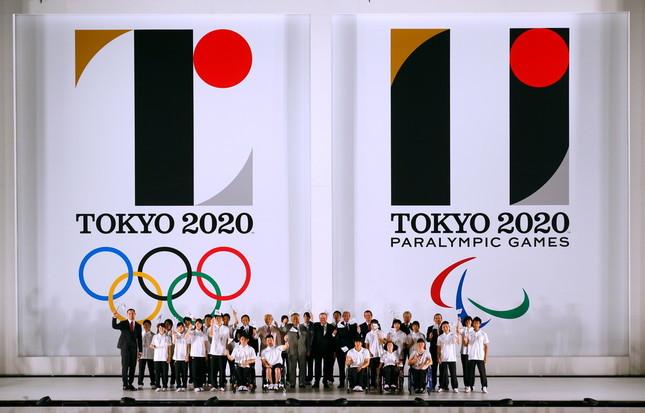 東京都庁で行われたエンブレム発表会(写真:田村翔/アフロスポーツ)