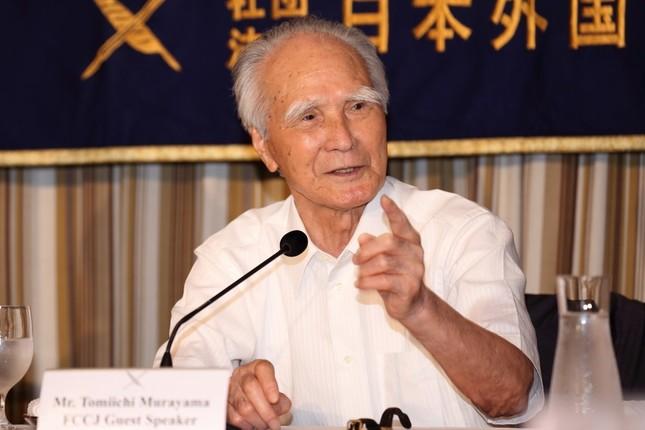 日本外国特派員協会で会見する村山富市元首相