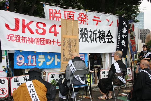 東京の中心に僧侶の集団が