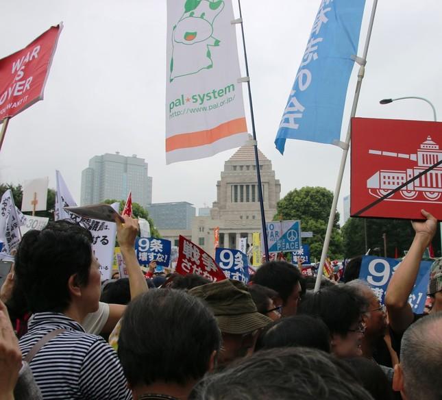 国会前に吹いた「安倍おろし」(2015年8月30日撮影)