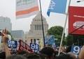 「安倍おろしに さっそうと 国会囲む デモ隊の...」 「六甲おろし」の替え歌、阪神ファンがデモで披露
