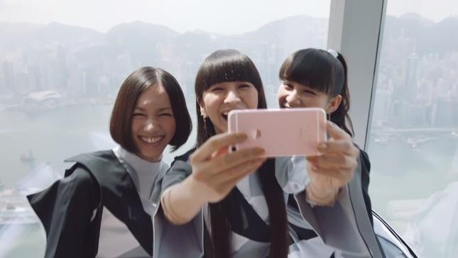 「iPhone6s」のビデオに出演したPerfume(画像はアップル公式サイトから)