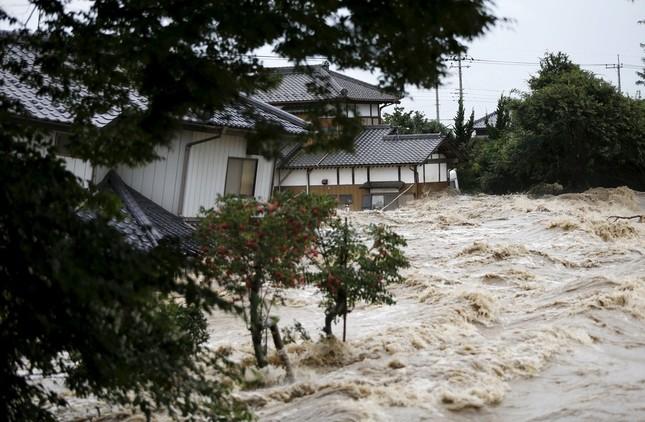 9月10日に撮影された鬼怒川周辺の様子(写真:ロイター/アフロ)