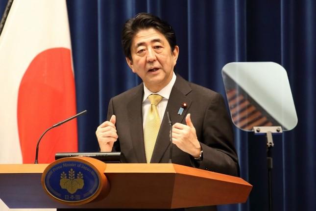 記者会見で安倍晋三首相「『戦争法案』はレッテル貼り」などと改めて反論した