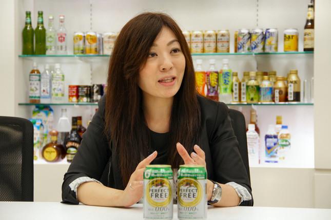 「パーフェクトフリー」について説明するキリンマーケティング部の中川紅子さん