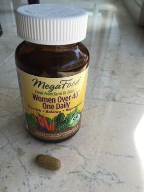 40歳以上の女性に必要と考えられる栄養分が入っている