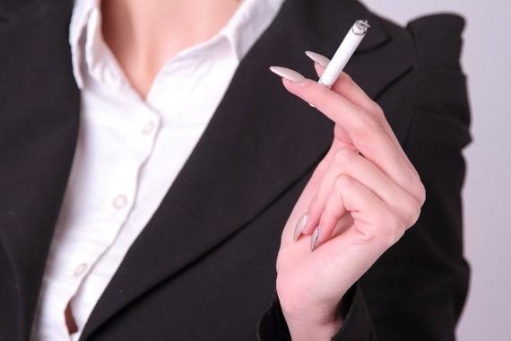恋愛シーンでも肩身が狭くなってきた喫煙者