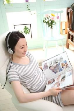 自律神経を整えるには、音楽を聴きながらリラックスするといい