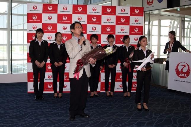 体操の世界選手権に向けて出発する日本女子代表団