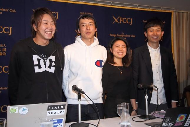 日本外国特派員協会で会見した「SEALDs(シールズ)」メンバー。左から千葉泰真さん、本間信和さん、芝田万奈さん、諏訪原健さん
