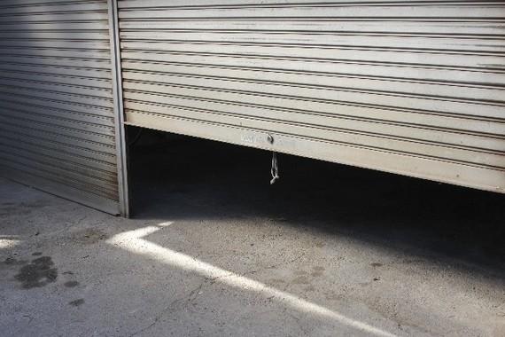車庫の中で何が起こったのか(画像はイメージ)