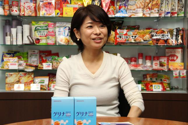 ウェルネス事業部専任課長の斉藤典子さんも、十分な睡眠がとれないときに愛用していると話す