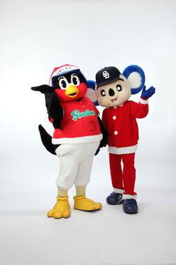 球団の垣根を越えたクリスマスディナーショー、ドアラとつば九郎のコラボ。チケット即完売の可能性もあるそうだ。