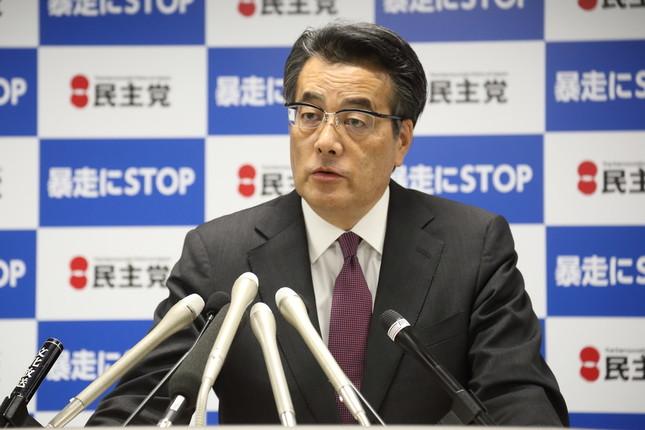 岡田克也代表は解党論に「ご心配いただく必要はない」と話すが…