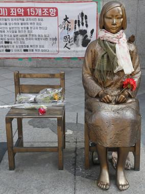 韓国政府は慰安婦像の設置は「民間がやった」と主張している(写真:Lee Jae-Won/アフロ)