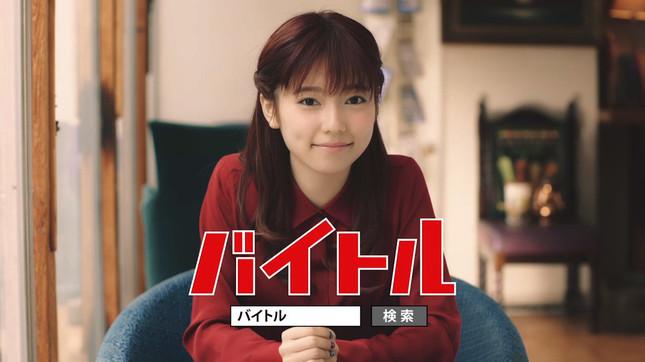 島崎さんが「かわいい女の子、AKBでアルバイトをしませんか?」と呼びかけるCMも放送される
