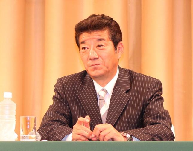 再選が決まったばかりの大阪府の松井一郎知事は、江田氏を「ペラペラな政治家」などと非難した