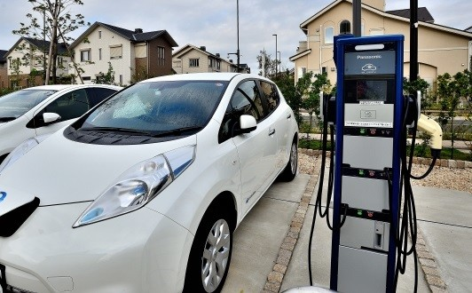燃費のいい車は税金が安くなるらしいが……(写真はイメージ)