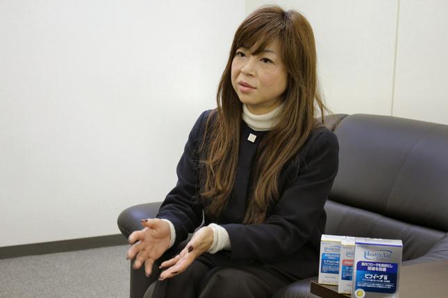 「ビフィーナ」について話すマーケティング本部長・磯部美季さん